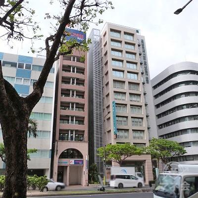 プロミスは9階建てのセゾン久米ビルの1階になります。