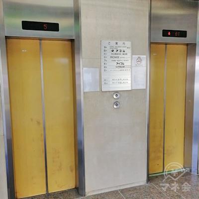 中に入りエレベーターで6階に行きましょう。