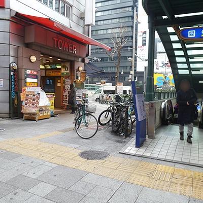Uターンしてすぐ横のビルに、アイフル店舗があります。