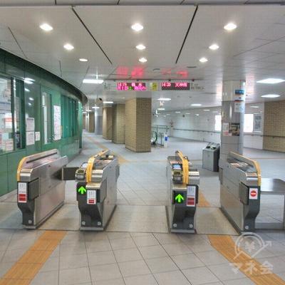 地下鉄七隈線野芥駅改札(1つのみ)を出ます。
