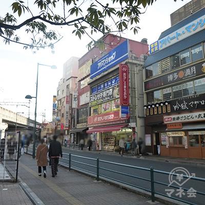 さらに駅前広場を進みます。