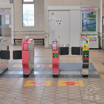 JR日豊本線下曽根駅改札(1つのみ)を出ます。