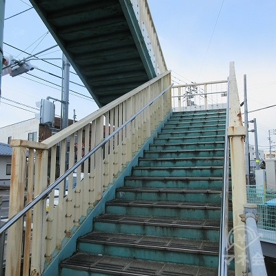 11号線(高松北バイパス)を歩道橋で渡ります。