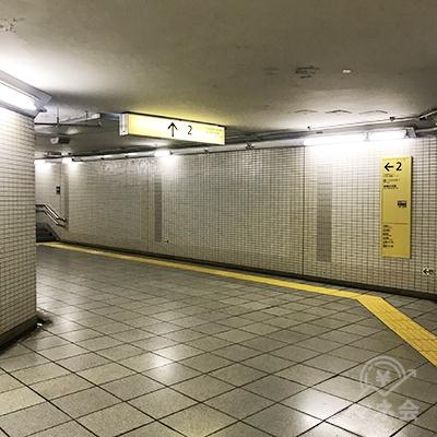 2番出口から地上に上がります。