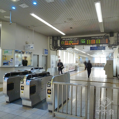 JR吹田駅・中央駅改札口(改札は1ヶ所のみ)を出ます。