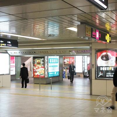 左へ進み、「大阪駅前第1ビル」を目差します。