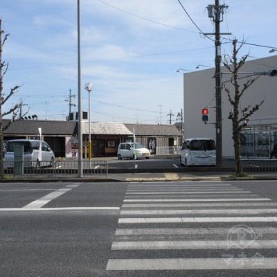 上桂三ノ宮町T字路で信号を渡ります。