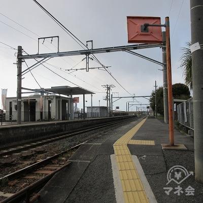 JR土讃線、金蔵寺駅(無人駅、改札ナシ、2番のりばで撮影)