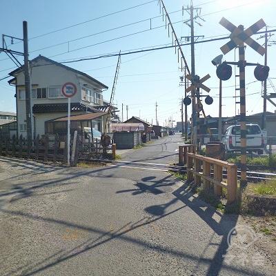 50m歩くと線路を渡ります。