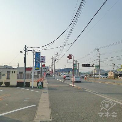 幹線道路沿いを南進します。