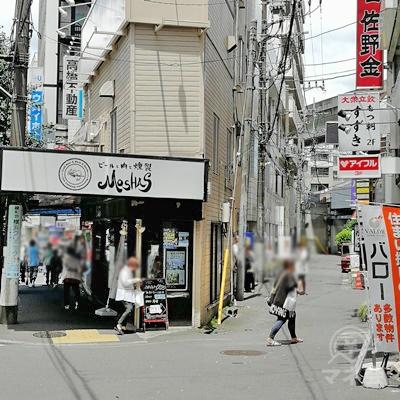 上大岡仁正クリニック前で道が二股に分かれていますので、そのまま左へ直進します。
