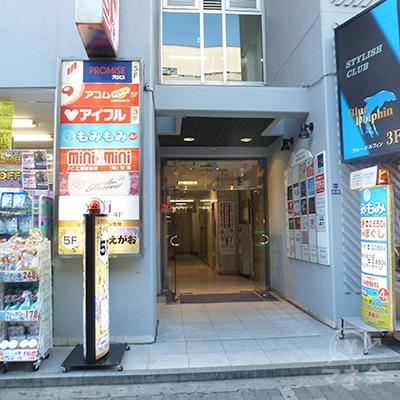 アコムの店舗は5階にあります。