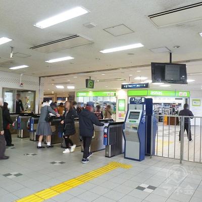 阪急伊丹線・伊丹駅改札口(1ヶ所のみ・ビル3階)です。