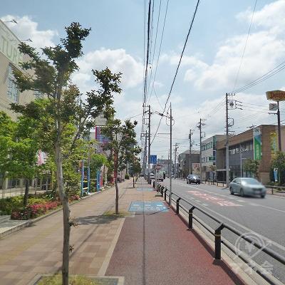 大通り沿いを1.6kmほど直進します。
