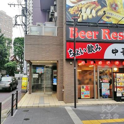 中華食堂のビルです。左側に入口があります。