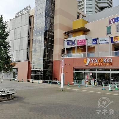西口を出て直進すると、YAOKOがあります。左の道を歩きます。