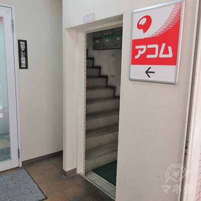 ここから階段で上へ上がります。