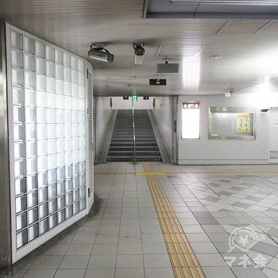 出口4の階段が見えます。