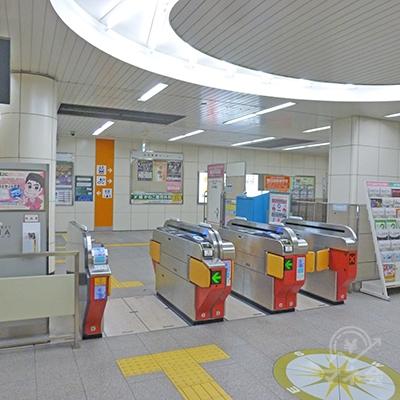 新森古市駅の改札口(1ヶ所しかありません)です。