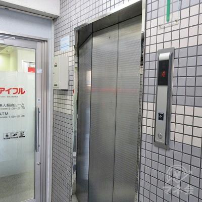 つきあたり右側にエレベーターがあります。
