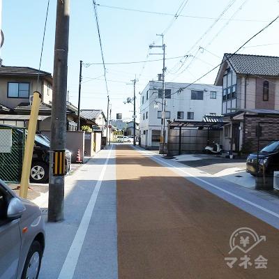 黄色舗装の道(府道長池停車場線)を進みます。