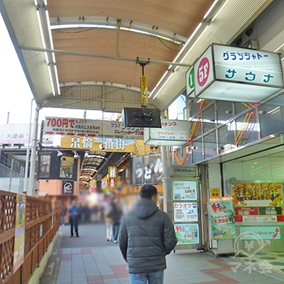 京橋グランシャトー(右)の前を通過します。
