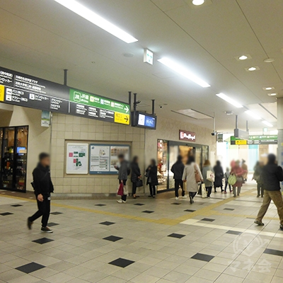 南口3を外に出て左手、駅前広場に進みます。