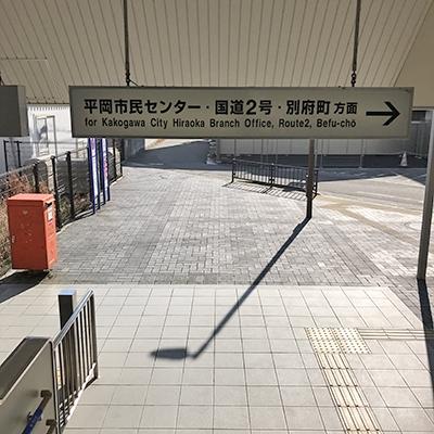 階段を下りたら、右の方向に向かいます。