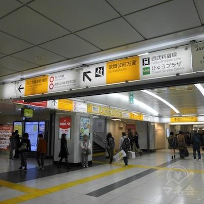 地上へ出る歌舞伎町方面の出口を目指します。