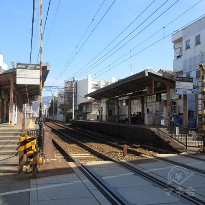 どちらも無人駅です。右手は出町柳方面のホームです。