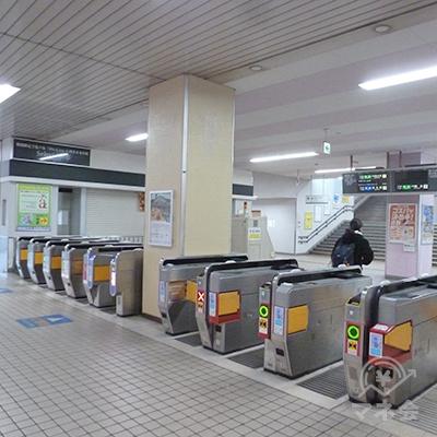 近鉄奈良線・河内小阪駅の改札口。改札はここ1ケ所のみです。
