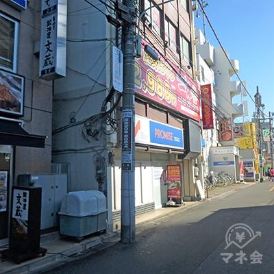 3軒目のビル1階が吉野家です。