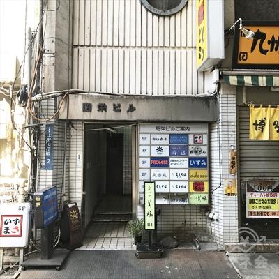 昭栄ビルの入り口です。