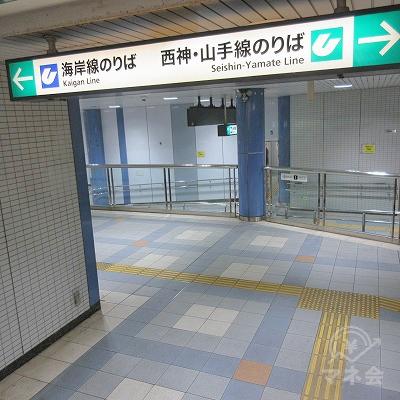左へ進みます。