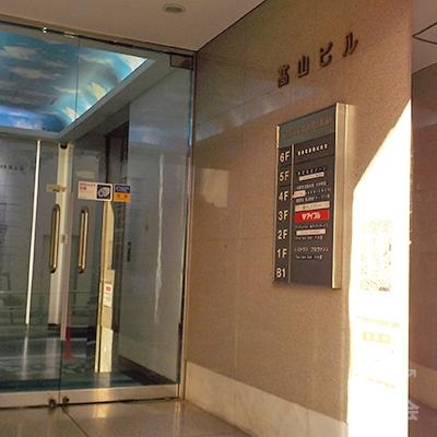 アイフルは3階です。ビル入口から入ってすぐの階段で上がりましょう。