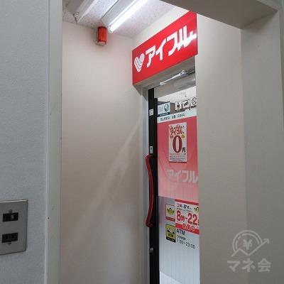 店舗入口です。建物内に案内板はありません。