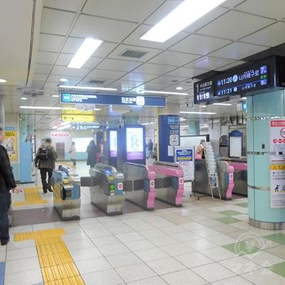 東京メトロ日比谷線の六本木交差点方面改札です。