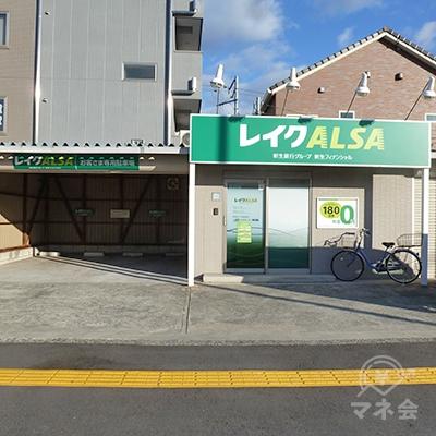 大阪府道28号・歩道に面した単独型、駐車場付きのレイクALSAです。