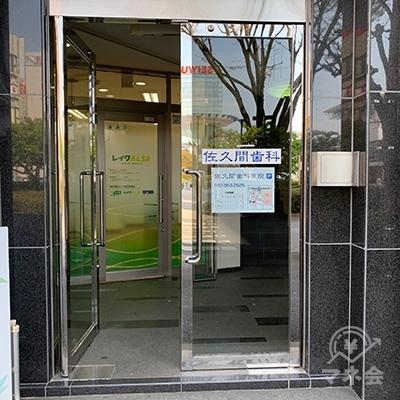 入り口です。更に奥にレイクの入口があります。
