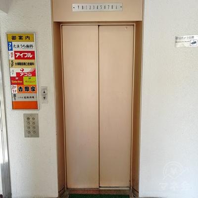 エレベーターで6階に行きましょう。