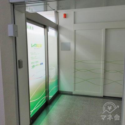 エレベーターを出るとレイクALSAの入口があります。