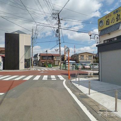 40mほど進み、交差点を右折してください。
