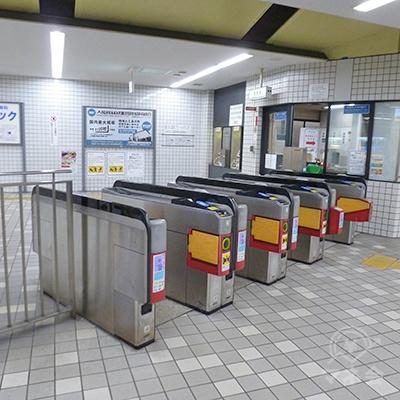 近鉄けいはんな線・荒本駅の改札です。この1ヶ所のみです。