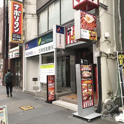 1階に三井住友銀行のあるビルが目的地になります。