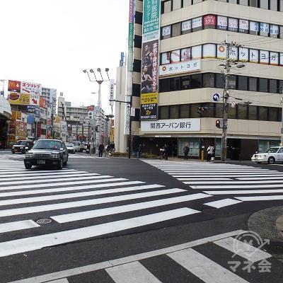 十三交差点に出ます。「関西アーバン銀行」の方に向かいます。