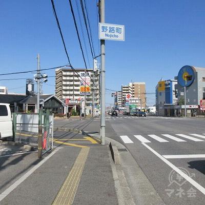 途中、野路町交差点を通過します。