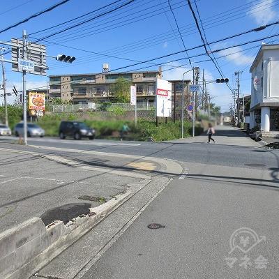 御着駅前交差点で左へ曲がります。