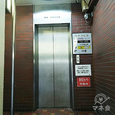 ビルの脇のエレベーターで3階まで上がればレイクです。