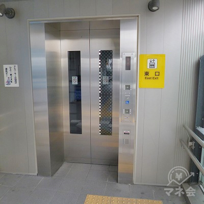 エレベーターで地上へ下りてください。
