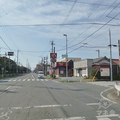 駅前の大通りを南へ1.3kmほど直進します。